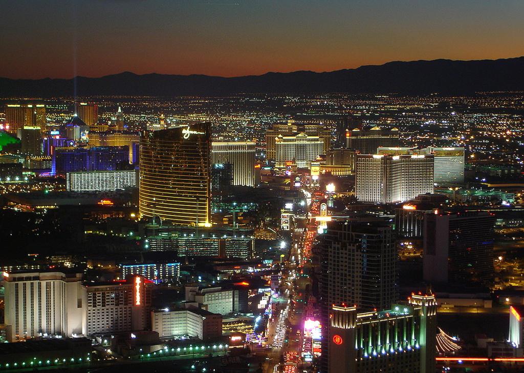 1200px-Las_Vegas_Strip