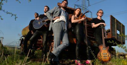 Van Susans - AAA Music - Crossroads