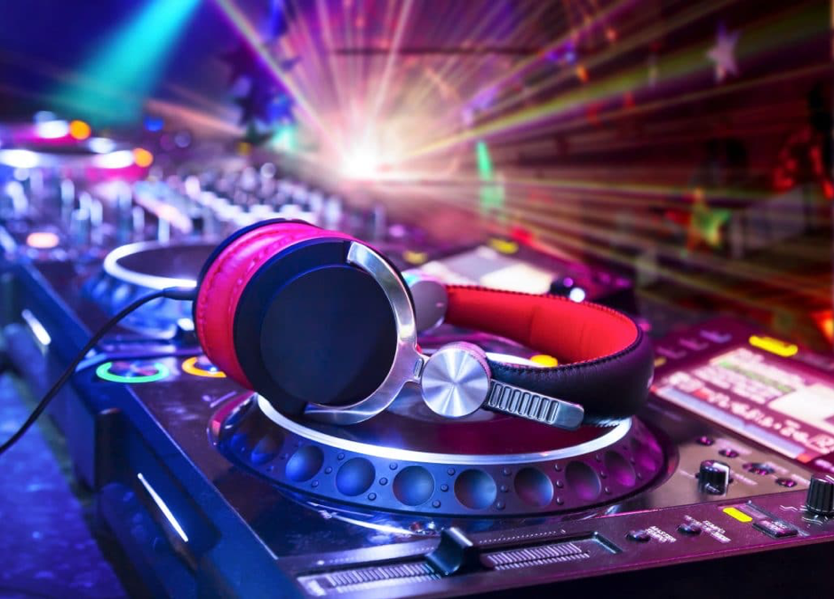The Six Biggest Benefits of Being a Pro DJ | AAA Music